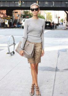 бежевая кружевная юбка-карандаш