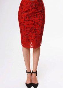 красная кружевная юбка-карандаш