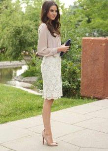 весенний образ с белой кружевной юбкой