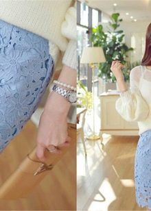 кружевная юбка-карандаш  с белым джемпером
