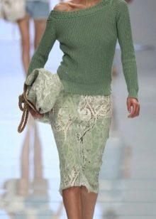 комплект в зеленых тонах с кружевной юбкой-карандаш