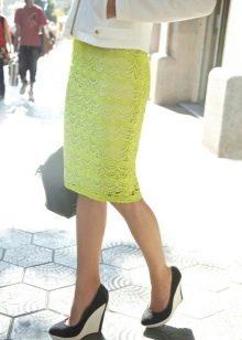 кружевная юбка-карандаш  с обувью на танкетке