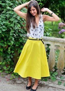 Яркая юбка миди на лето