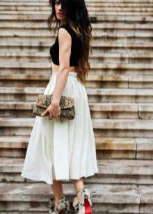 Летняя юбка ниже колена и аксессуары к ней