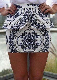 Мини-юбка с баской с необычным орнаментом