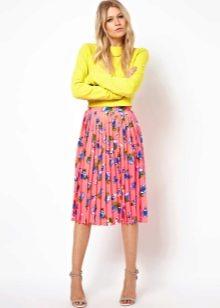 Яркая юбка для лета