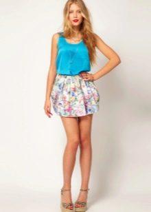 Мини-юбка с цветами на лето