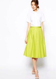 Струящаяся юбка для лета яркого цвета