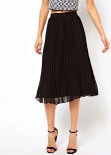 Свободная летняя юбка черного цвета