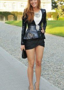 черная микро юбка с пиджаком