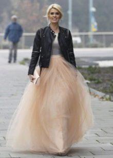 Длинная многослойная бежевая юбка