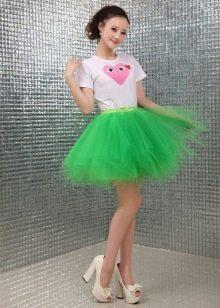 Многослойная короткая юбка зеленого цвета