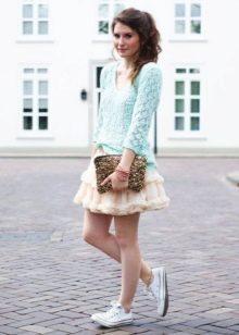 Многослойная мини юбка с кедами