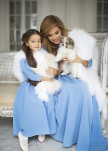 Синее новогоднее платье девочки и мамы