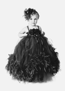 Украшение платья из фатина цветами