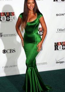 зеленое платье из одноцветной тафты