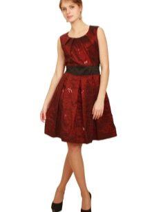 бордовое платье из тафты выше колена