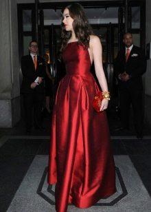 красно платье из шелковой тафты