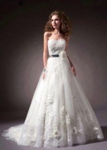 свадебное платье из тафты с кружевами