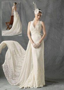 свадебное платье со шлейфом из тафты