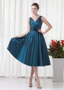 вечернее платье из тафты, украшенное цветком