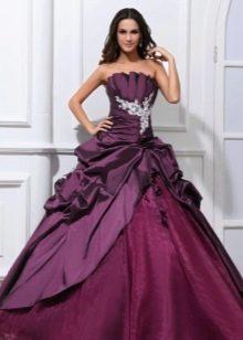 пышное платье из лиловой тафты