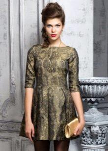 золотистое платье из тафты