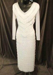 Белое платье с бахромой