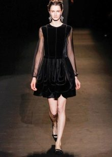 Платье из велюра А-силуэта короткое
