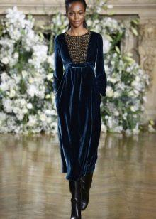 Платье из велюра миди