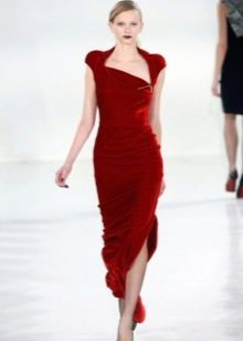 Платье из велюра алое