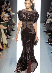 Платье из велюра с широкими рукавами