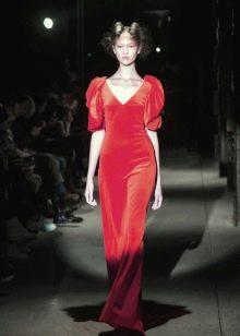 Платье из велюра с короткими рукавами
