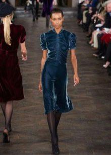 Платье из велюра с пышными рукавами