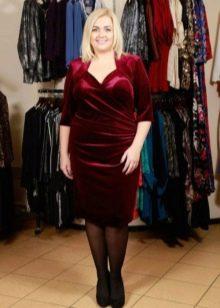Платье с драпировкой из велюра для полных