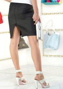 Прямая юбка с разрезом сзади