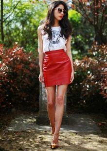 Прямая короткая кожаная юбка