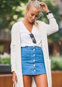 Прямая юбка в сочетании с длинным кардиганом