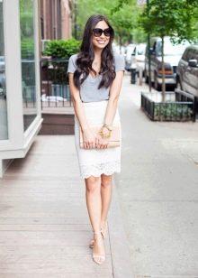 Белая юбка карандаш  с футболкой
