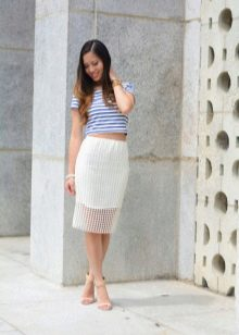 Белая юбка карандаш с топом синим