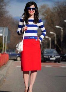 Красная юбка карандаш с тельняшкой