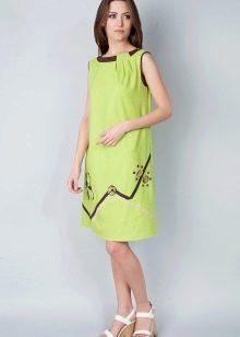 Салатовое платье с сандалиями