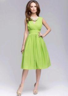 Салатовое платье-сарафан длины миди