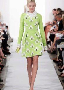 Салатовое платье в сочетание с белым принтом
