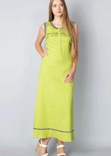 Длинное салатовое платье с босоножками на танкетке
