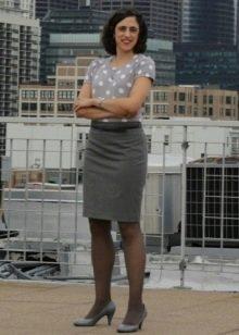 Серая юбка карандаш для женщин с фигурой типа перевернутый треугольник