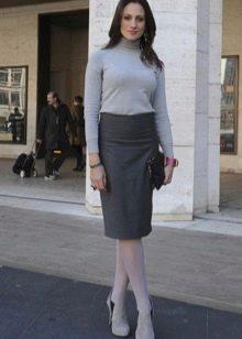 Серая юбка карандаш для женщин с широкими плечами