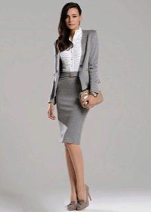 39ba73ea5fe Для воплощения делового образа стоит носить светло-серую юбку прямого кроя  с классическими блузами белого