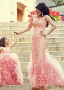 Шикарное розовое  пышное платье Family look для девочки
