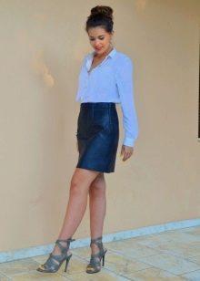 Синяя юбка карандаш для девушек с фигурой типа треугольник